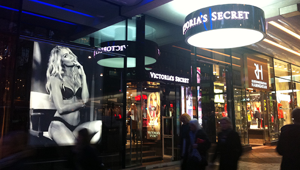 Victoria's Secrets butik på Hamngatan i centrala Stockholm.