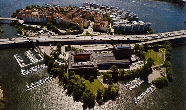 Fastigheten Primus 1 avser den del av Lilla Essingen som ligger väster om Essingeleden.