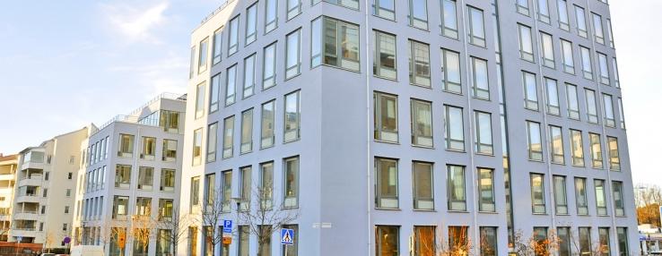 Fastigheten Brahelund 3 ligger vid Haga Norra och är granne med den fastighet där Skanska tidigare hade sitt huvudkontor.