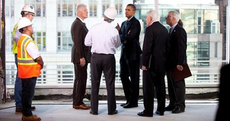 Bill Clinton och Barack Obama får en rundtur i Alectas gröna projektfastighet i Washington D.C.
