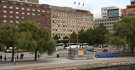 Fastigheten Snäckan 8 ligger mellan Sheraton och departementsbyggnaderna i centrala Stockholm.