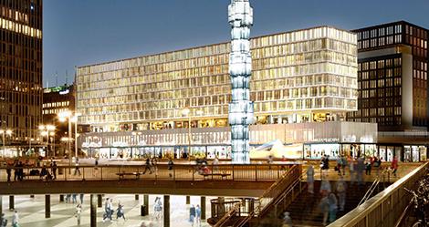 Den inglasning som på 90-talet ersatte terrassen som fanns två våningar upp längs Sveavägen ska rivas och öppnas för allmänheten igen. Även den utbyggnad med glasfasad direkt vid Sergels torg ska rivas, enligt förslaget.