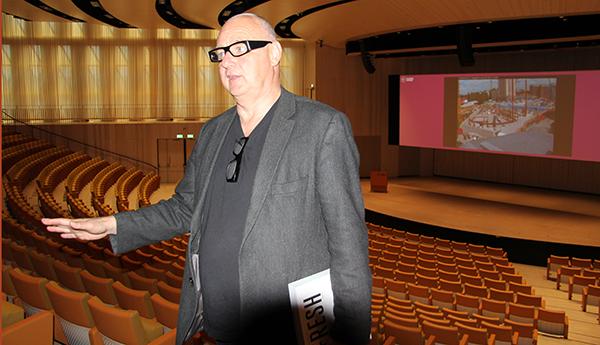 Arkitekterna Gert Wingårdh (bilden) och Jonas Ekblad, Wingårdh Arkitektkontor, har ritat aulabyggnaden.