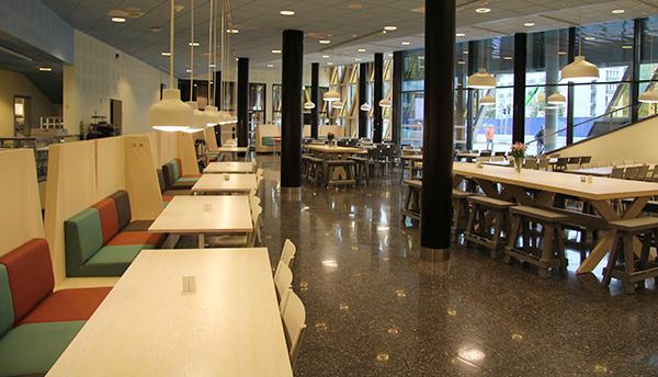 Restaurang Nanna Svartz som ligger i gatuplan längs Solnavägen och som är öppen för alla.