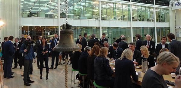 Ceremonin inleddes som brukligt med att OMX Nasdaq bjöd på en mindre frukost.