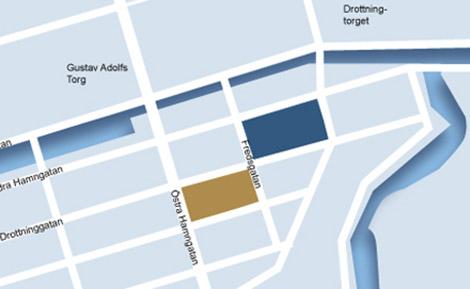 NK-huset marketrat i brunt och Kv Härbärget i blått. På andra sidan kanalen ligger Nordstaden, där Hufvudstaden äger flera av fastigheterna som utkör köpcentrat. Karta: Hufvudstaden.