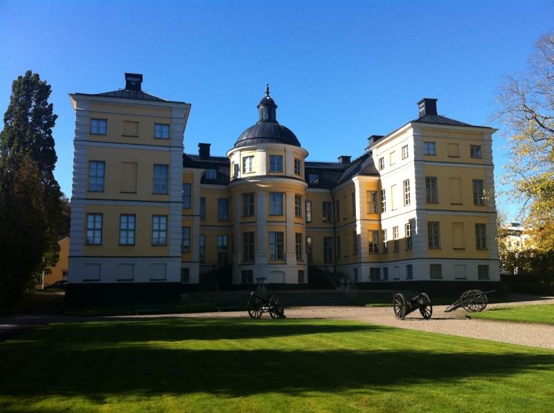 Finspångs slott har hela tiden varit i Siemens ägo och har inte ägts av Skandrenting.