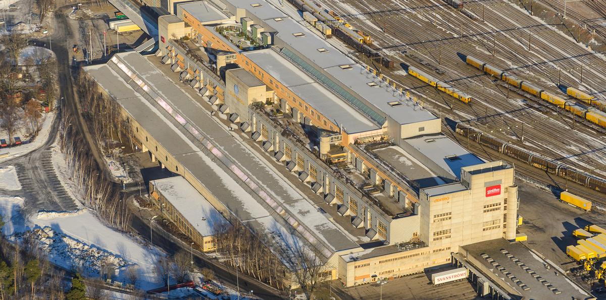 Den stora postterminalen i Tomteboda, mellan Solna och Stockholm, ingår i transaktionen. PostNord är kvar som hyresgäst i merparten av de tolv postterminaler som ingår i affären men har eller ska lämna några, bland annat Tomteboda.