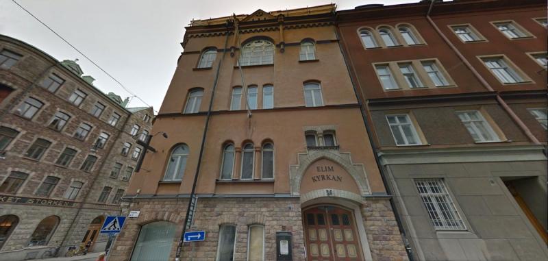 Så här såg fasaden på fastigheten Lindormen 13 ut inför renoveringen.