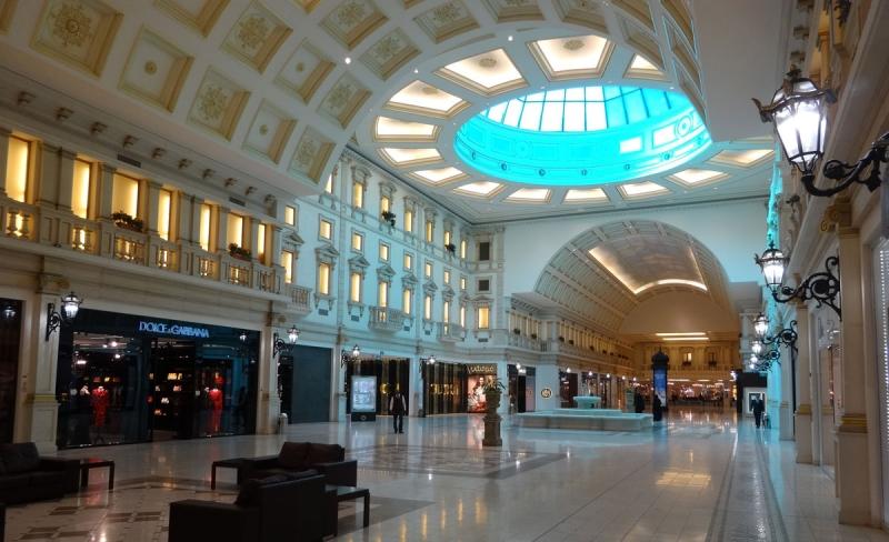 """Den lyxigaste delen av Villagio Mall. Totalt innehåller köpcentret """"endast"""" 101.000 kvm uthyrbar yta, ungefär som Mall of Scandinavia."""
