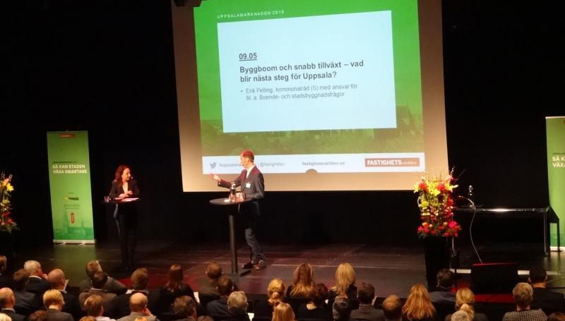 Moderator Cecilia Garme och kommunalrådet Erik Pelling.