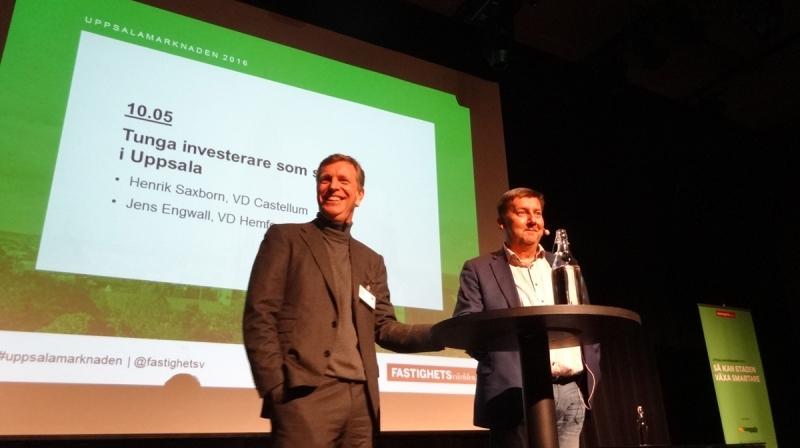 Henrik Saxborn och Jens Engwall rev ner ett antal rejäla skratt från de drygt 300 i publiken.