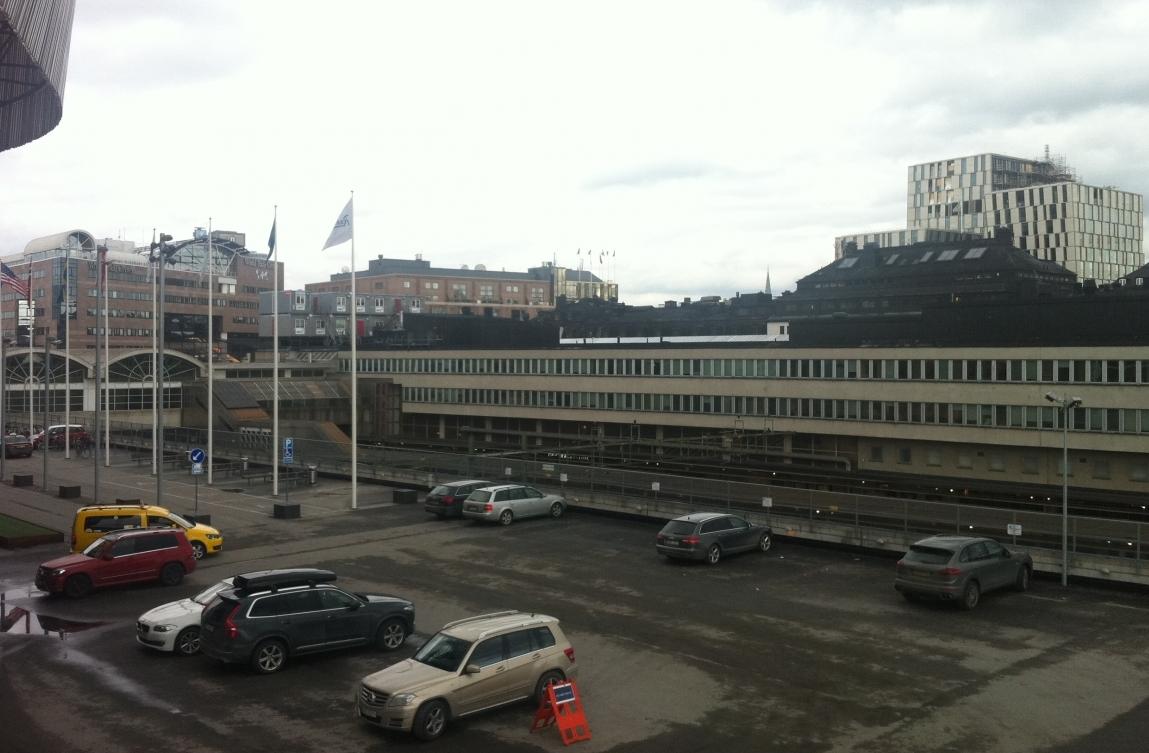 Del av det område som kommer att däckas över med den nya stationsbyggnaden.