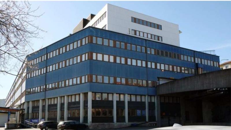 Byggnaden som den ser ut idag. Enligt Niams planer ska de tre översta vita kontorsvåningarna rivas och ersättas med högre bostadsdelar.