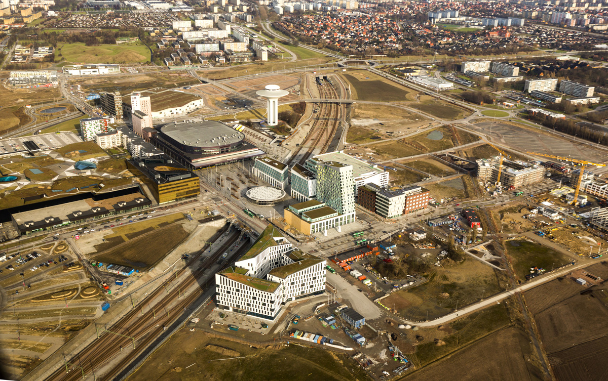 Fastigheten som Ikano köper från Skanska finns längst ner på bilden. Ovan till vänster syns stora köpcentrumet Emporia som ägs av Steen & Ström. Till höger syns bland annat Annehems projekt där Volito Fastigheter köpt in sig.