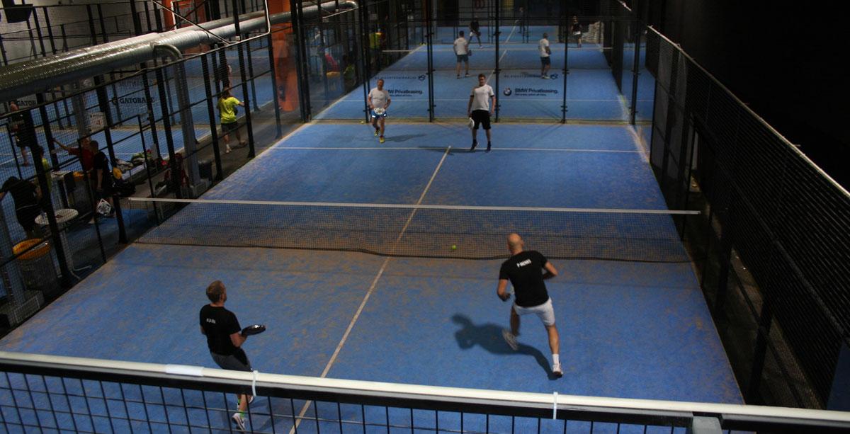 Matcherna i full gång. De spelades på fem banor samtidigt i 15 minuter per match och de bästa gick till semi- och finalspel.