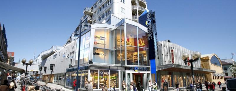 Fastigheten Råttan 17 innehåller Gallerian Shopping.