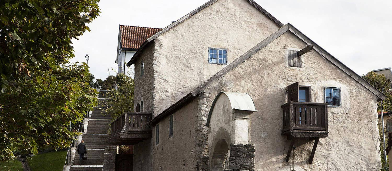 Klövern köper 1200-talshus i Visby
